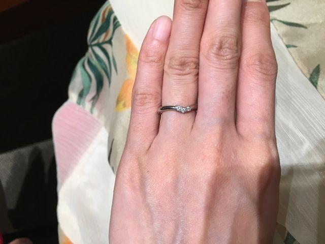 ダイヤが、小指に向けて大きくなっていてラインが綺麗に見える。