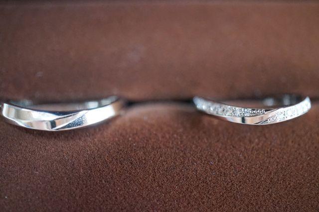 ウエーブの入ったデザインがとても美しいリングです