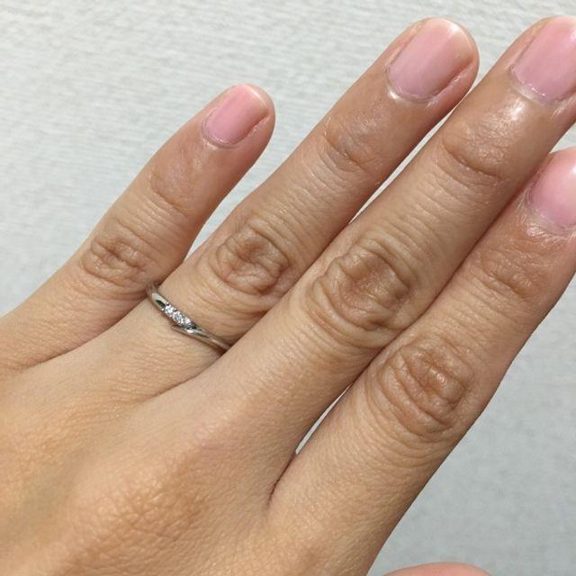 指輪をつけた画像です