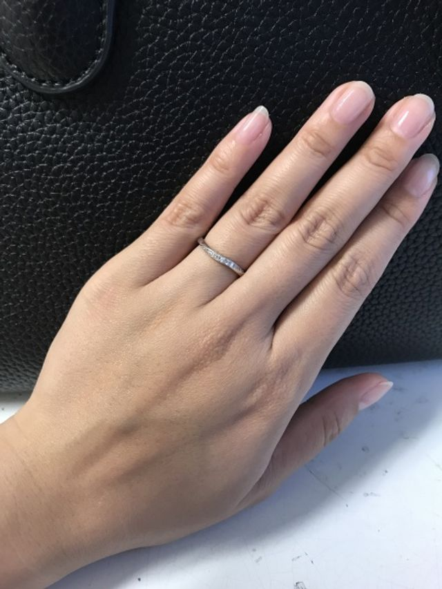 ウェーブになってるので指が綺麗に見える