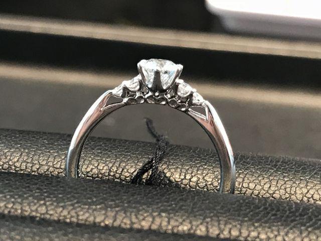 横から見たときの指輪です。