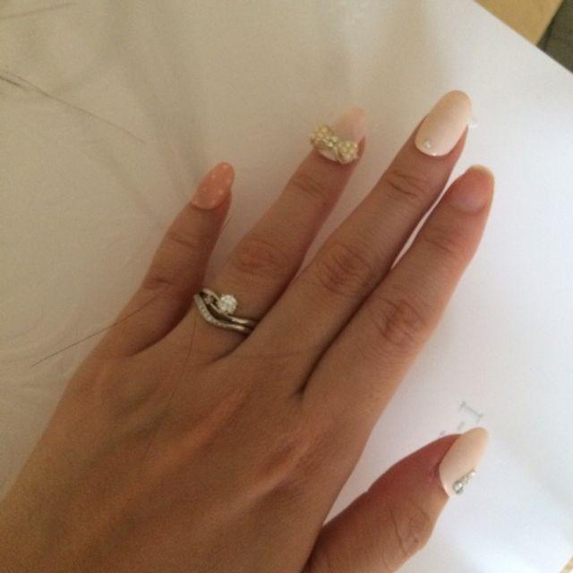 婚約指輪とダブルで。