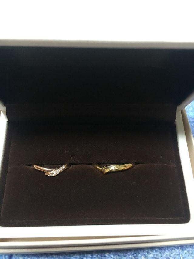 ピンクゴールドとイエローゴールドの結婚指輪。