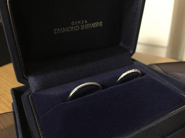ブーケシリーズの結婚指輪です。細身でどこからみても綺麗です。