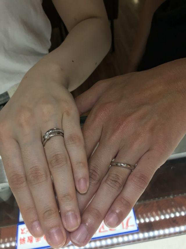 2人とも好みの指輪が見つかりました。