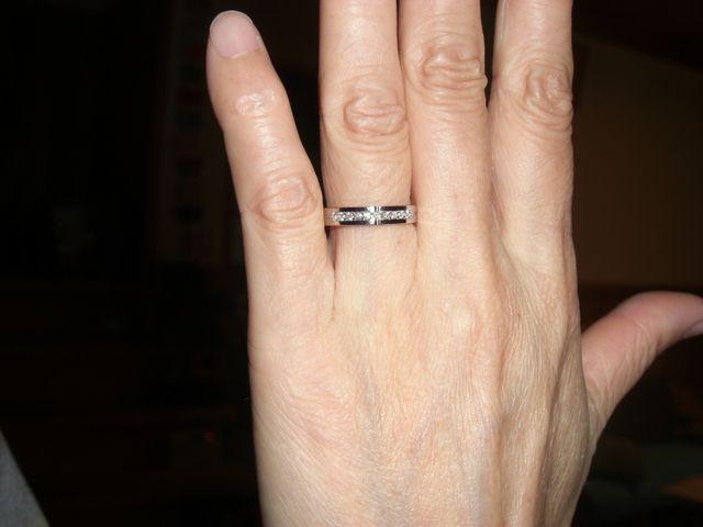 結婚指輪が合わなくなったので、結婚36周年記念に購入した。