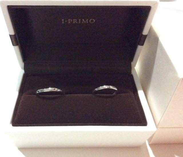プラチナの結婚指輪。柔らかなカーブで指馴染みが良い