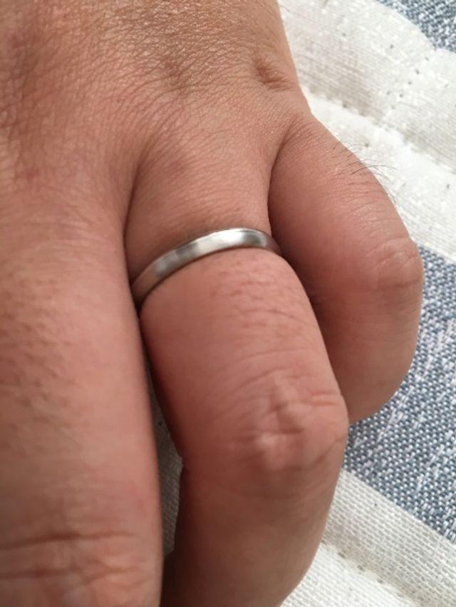 派手に感じない指輪