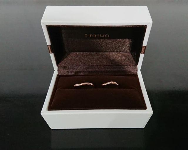 アイプリモさんでルキナというピンクゴールドの結婚指輪です。