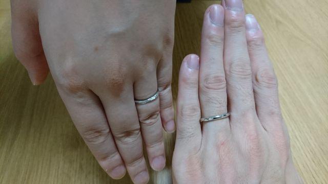 マリッジリングを購入、ウェーブ型で手に馴染むサイズ感を重視