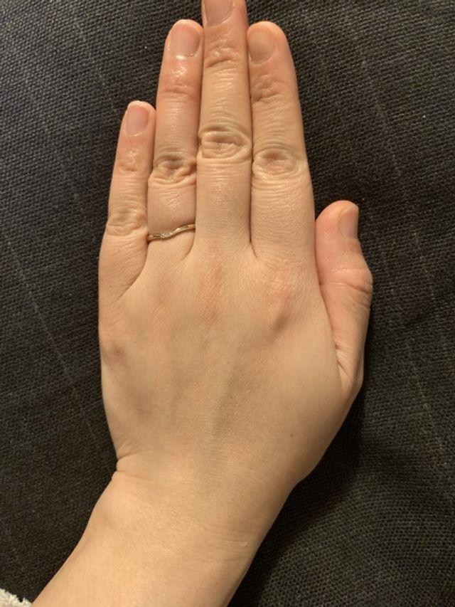 太めの指にも馴染みます。