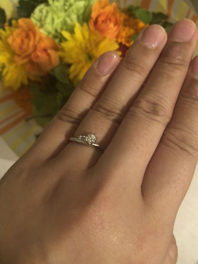 10.5号 婚約指輪だけだと緩めです。