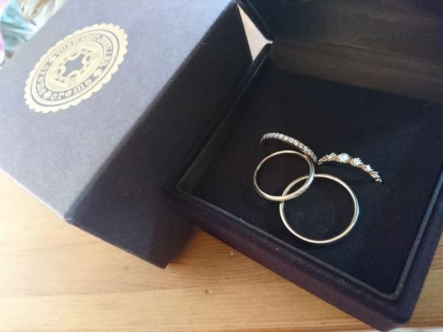 違うブランドの指輪をピンクゴールドで揃えました。