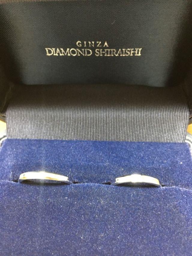 銀座ダイヤモンドシライシのカルレという結婚指輪です。