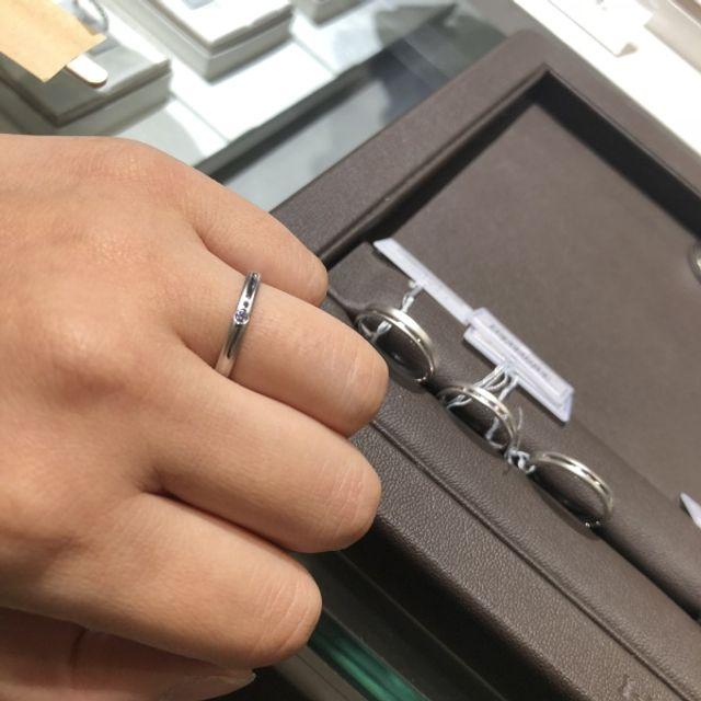 シンプルなプラチナの指輪です。