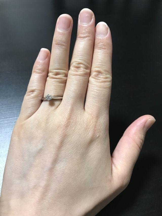 王道の婚約指輪です。