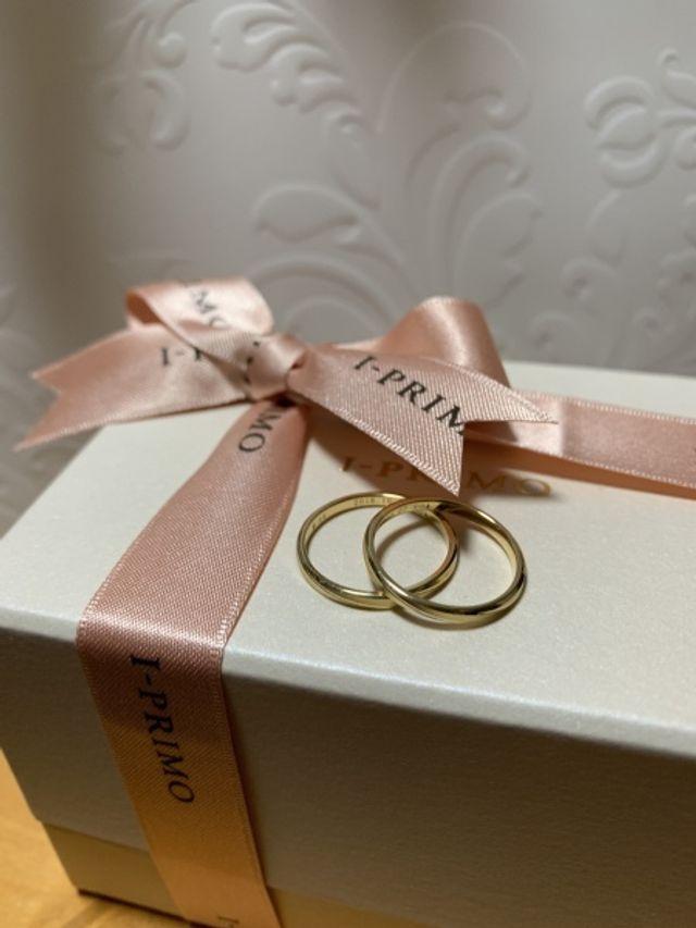 マットなゴールドが気に入りシェヴンの結婚指輪を購入しました!