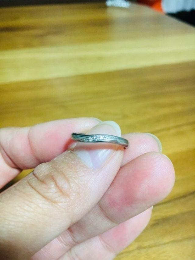 ウェーブしてる形の指輪です