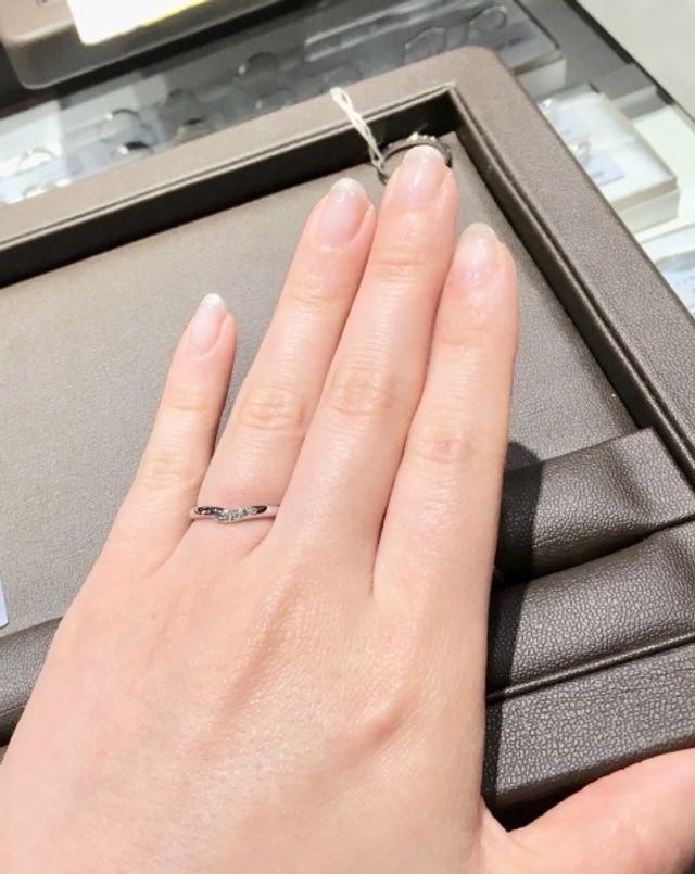 ずっとVラインの指輪が欲しかったため試着!