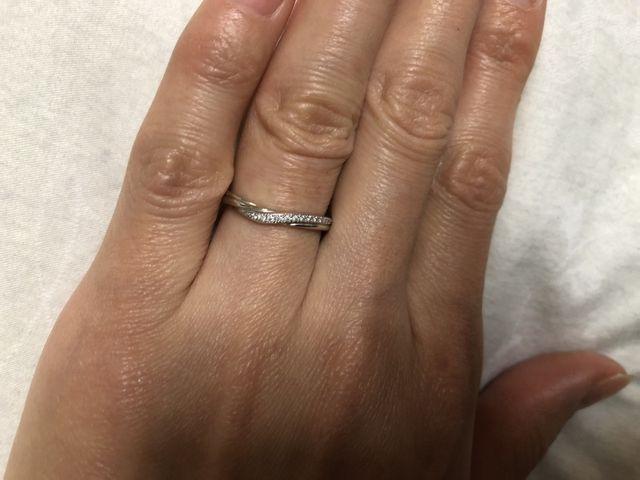 滑らかな曲線とちりばめたダイヤのデザインが気に入っています。