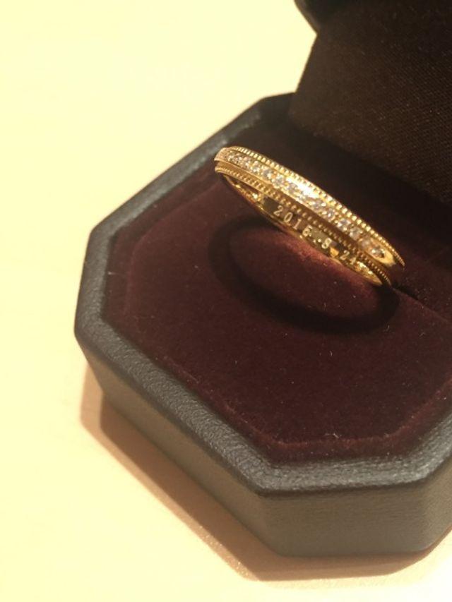 結婚指輪はミルグレンがきれいなイエローゴールドにしました。