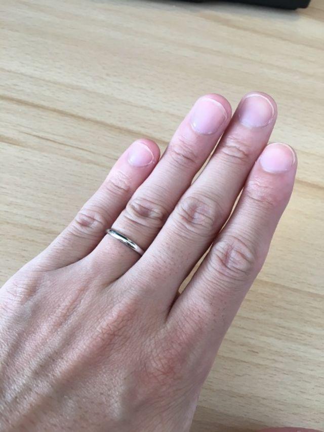シンプルかつ光沢のある指輪を探しておりました。