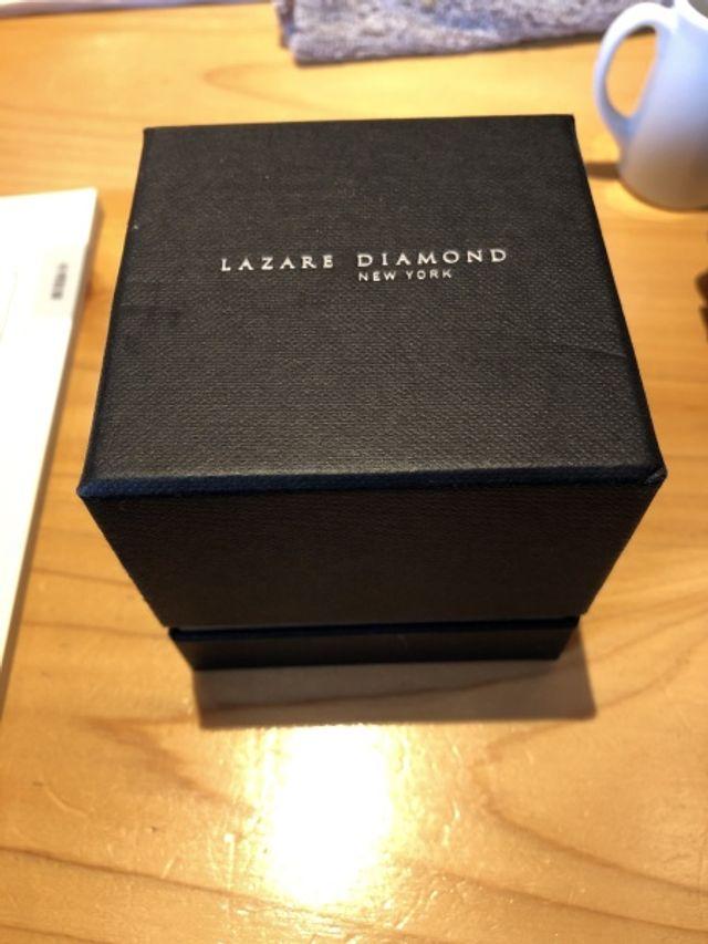 専用の箱の中にプロポーズ用の箱が入ってます!