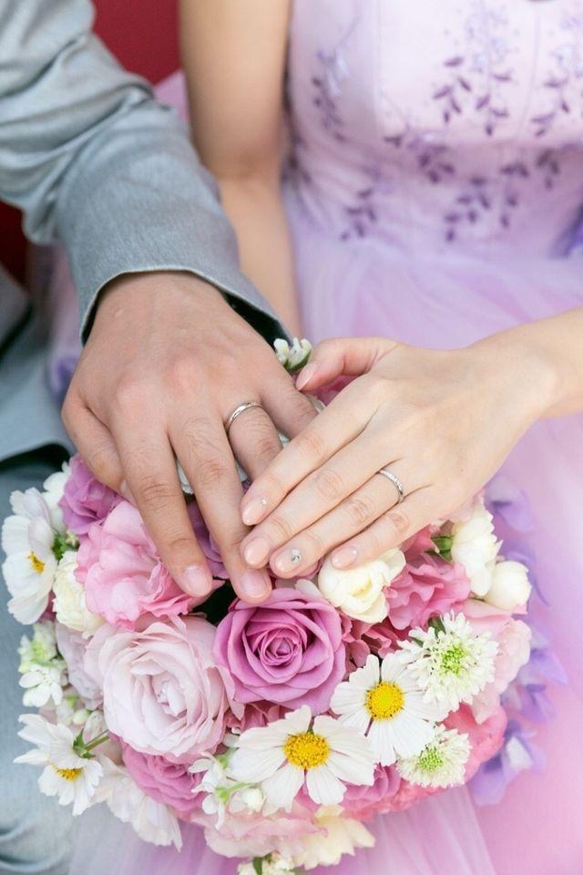 シンプルなタイプの結婚指輪です。
