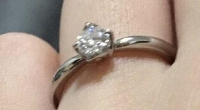 婚約指輪として購入