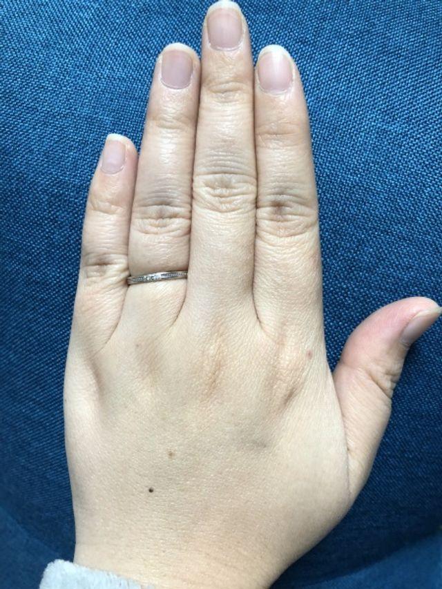 実際に色々な指輪をはめてみないと似合う指輪がわからない!