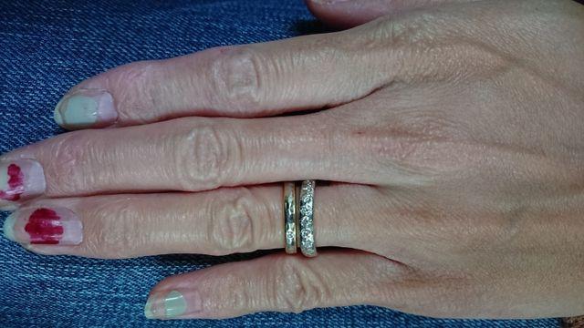 下が婚約指輪で、GUCCIで購入をしました。