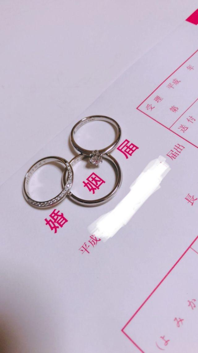 婚姻届と指輪を一緒に撮るのが夢でした。