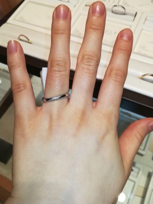 俄の指輪。シンプルですが洗練されたデザイン。