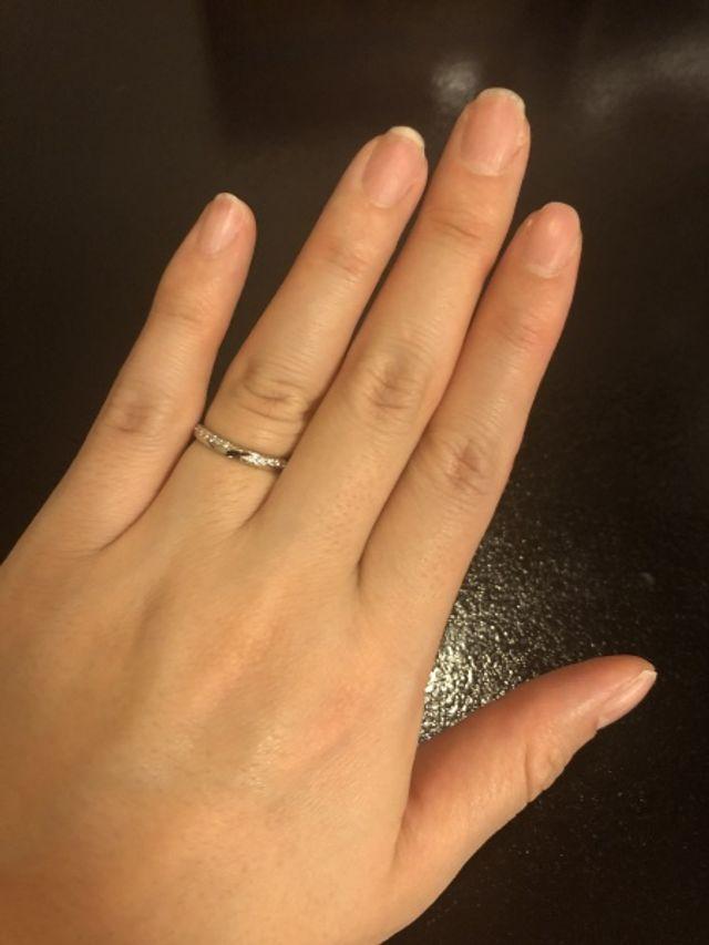 指がふっくらプニプニしてるので少し太めの指輪を選びました