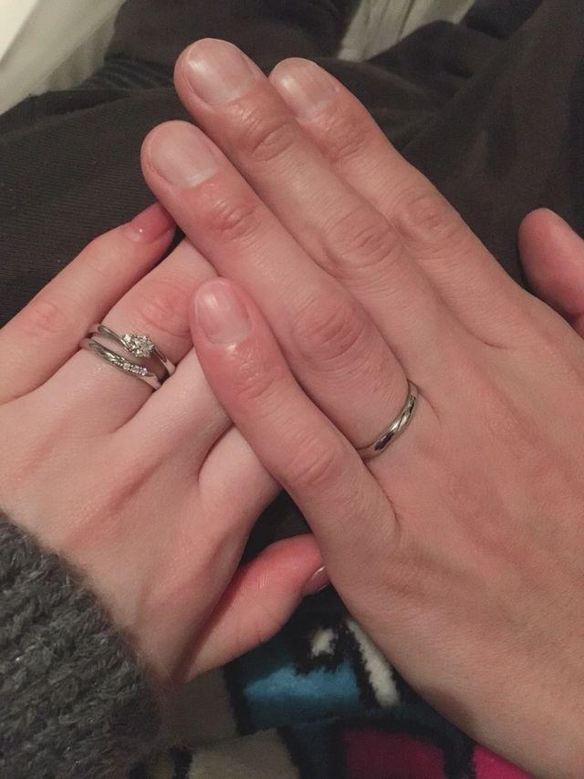 婚約指輪と結婚指輪のセット。