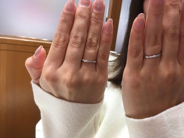 右側の指輪