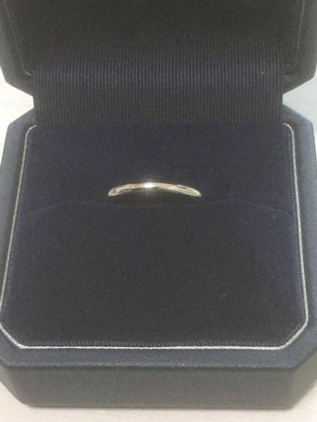 結婚指輪です。お互いの名前を刻印しました。