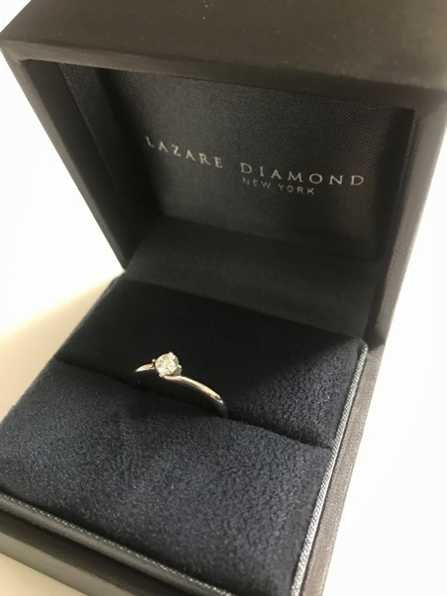 カラットは小さめにしましたが、上質なダイヤなので満足です!