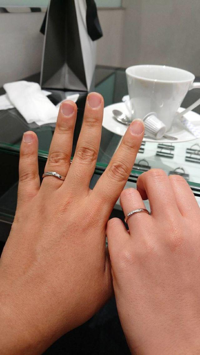 お互い気に入ったデザインを選びました。大満足の指輪です。