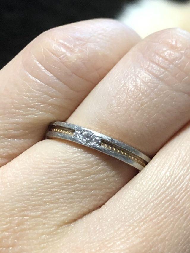 結婚指輪です。サイズは8号。中はピンクゴールドです。