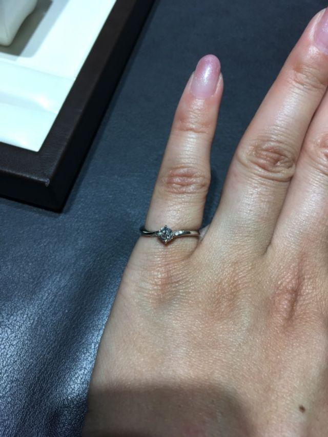 柊というデザインの指輪です。