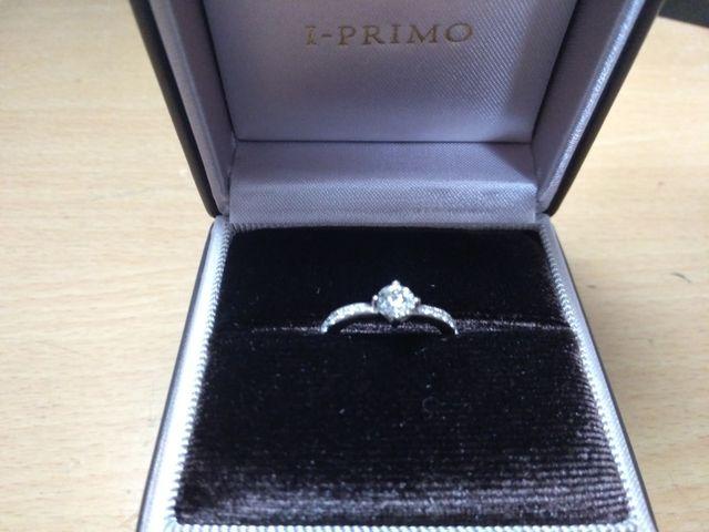 リリウムという指輪です。意味は「純潔」「永遠」を表してます。