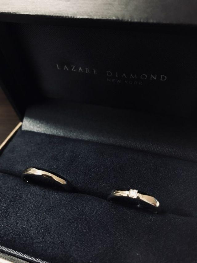 1粒ダイヤモンドが大きい。