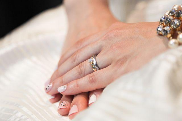イエローゴールドのダイヤモンドがついた指輪です。
