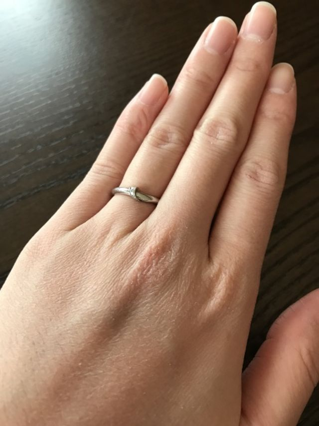 ふたりの固い絆を「結び」という形で表現した結婚指輪です。