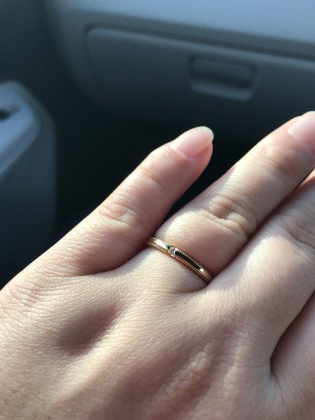 イエローゴールドの発色と、一粒の、ダイヤがシンプル。