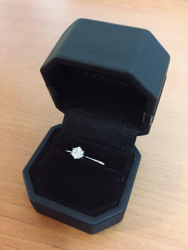 0.25カラットのダイヤで台座はシリウスです。