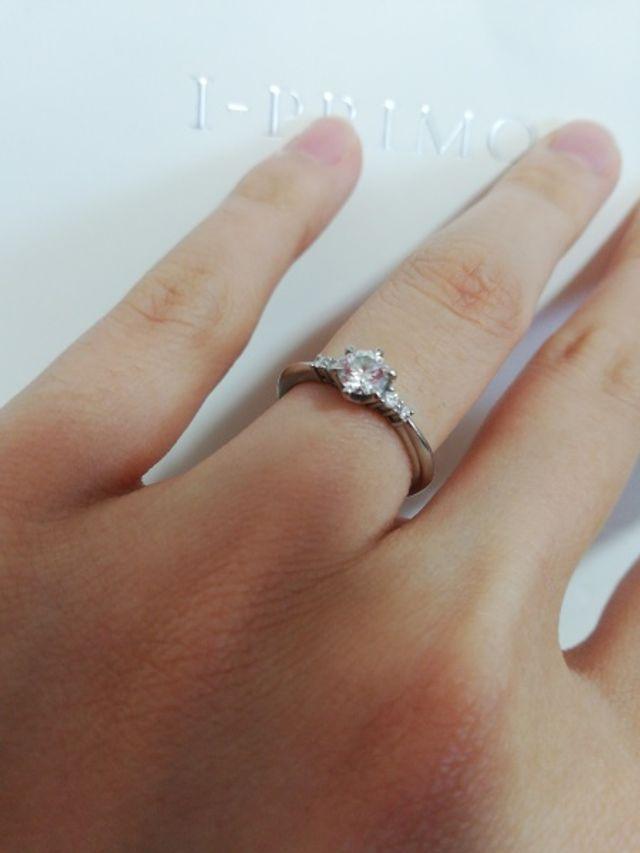 婚約指輪らしいデザインに惹かれました。大変気に入ってます。