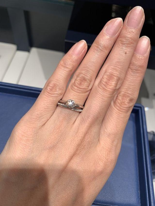 婚約指輪とセットリングになります