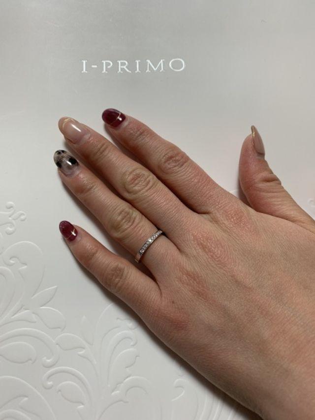 シンプルなデザインのエタニティリングです。ダイヤが輝きます。